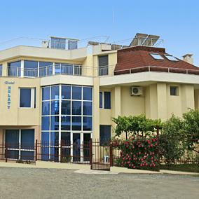 Хотел Нелати